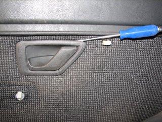 [TUTO] Installer un lève vitre séquentiel (conducteur) T_img_1340_declipser_enjoliveur_de_poignee_de_porte